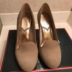 Tan Seychelles size 8 shoes